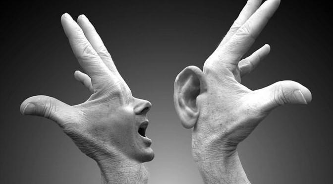 Hombre Blanco hablar con lengua de serpiente.